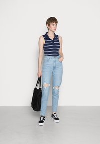 Levi's® - HIGH WAISTED MOM JEAN - Jeans Tapered Fit - light-blue - 1