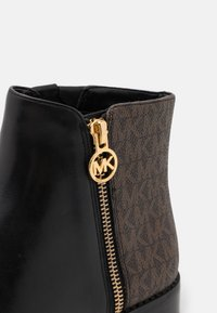 MICHAEL Michael Kors - LAINEY - Classic ankle boots - black/brown - 6
