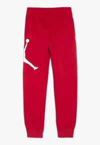 Jordan - JUMPMAN LOGO PANT - Tracksuit bottoms - gym red - 1