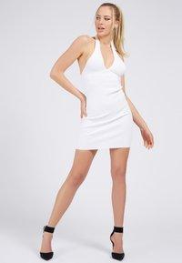 Guess - ADDY CROSSED DRESS - Shift dress - weiß - 1