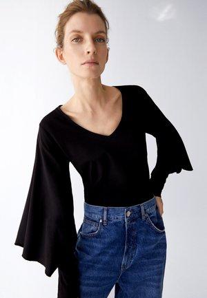MIT V-AUSSCHNITT UND WEITEN ÄRMELN  - Long sleeved top - black