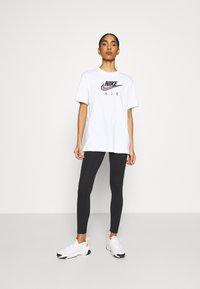 Nike Sportswear - Camiseta estampada - white/black - 1