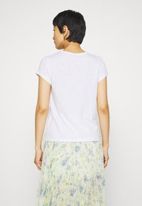 Abercrombie & Fitch - ICON CREW TEE - T-shirts - white - 2