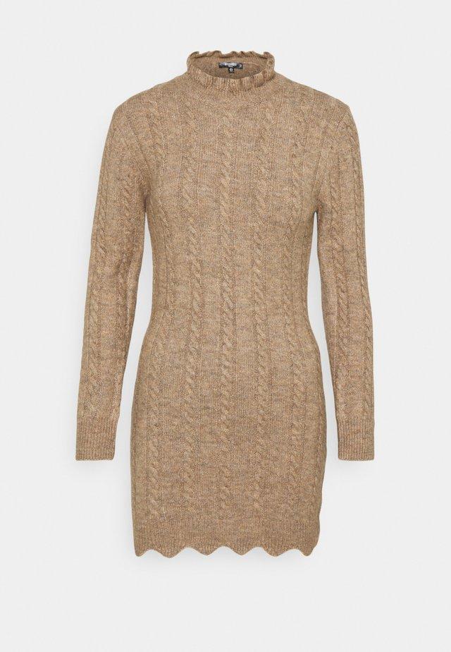 FRILL NECK MINI CABLE DRESS - Robe pull - stone
