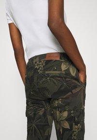 Desigual - PANT CARGO - Pantalon classique - olive - 5