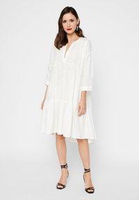YAS - GESMOKTES KLEID HIGH-LOW SAUM - Day dress - star white - 0