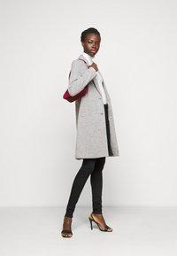 ONLY Tall - ONLCARRIE LIFE COAT - Klasický kabát - light grey melange - 1