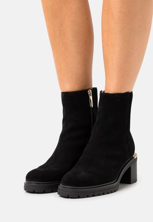 OUTDOOR MID HEEL BOOT - Classic ankle boots - black