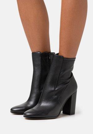 AURELLIEFLEX - Kotníková obuv na vysokém podpatku - black