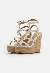 Missguided - DOME STUD WEDGE - Sandalias de tacón - white - 2