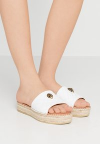 Kurt Geiger London - KARMEN SLIDE - Klapki - white - 0