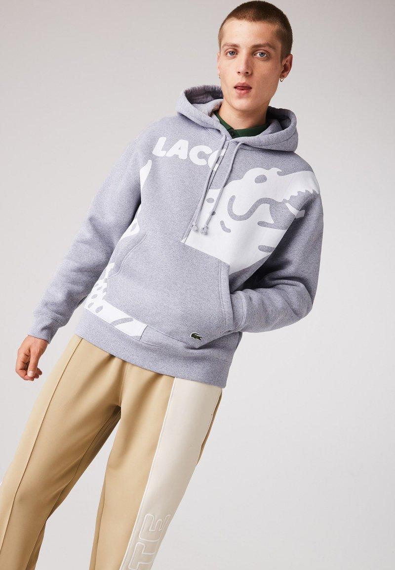 Lacoste LIVE - SH1451  - Hoodie - gris chine / blanc