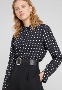Bruuns Bazaar - BONNE FILIPPA - Button-down blouse - black - 3