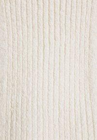 NA-KD - NA-KD X ZALANDO EXCLUSIVE - SOFT RIBBED LONG SLEEVE - Jumper - off-white - 6