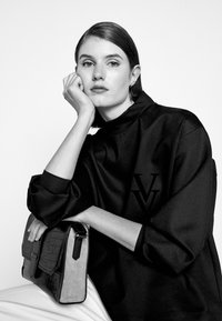 Victoria Victoria Beckham - RAISED LOGO - Top sdlouhým rukávem - black - 4