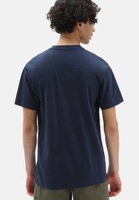 Vans - MN VANS CLASSIC - T-shirt med print - dress blues white - 1