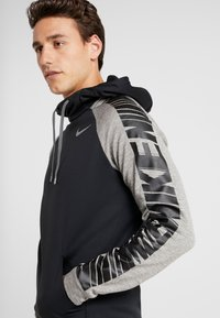 Nike Performance - Jersey con capucha - black/dark grey heather/smoke grey - 4