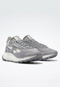 Reebok Classic - CLASSIC LEGACY UNISEX - Trainers - mgh solid grey/pure grey/chalk - 1
