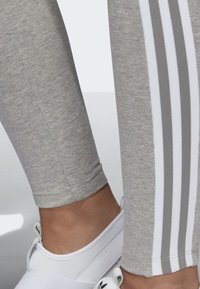 adidas Originals - ADICOLOR TREFOIL TIGHTS - Leggings - grey - 6