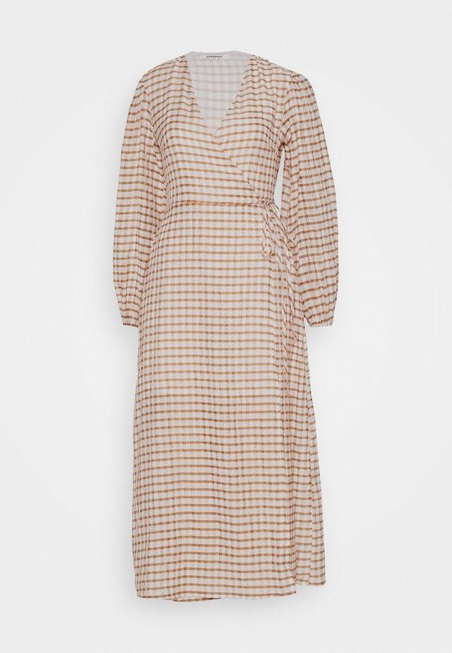 LONG SLEEVE WRAP DRESS WITH V NECK - Vapaa-ajan mekko - brown/cream
