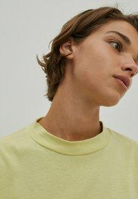 EDITED - VALENTINA - Basic T-shirt - grün - 1