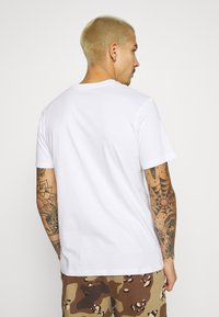 STAPLE PIGEON - UNISEX PIGEON TEE - Print T-shirt - white - 2