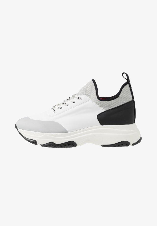 EDDA - Sneakers laag - white/black