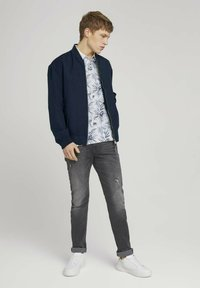 TOM TAILOR DENIM - Polo shirt - white navy thistle print