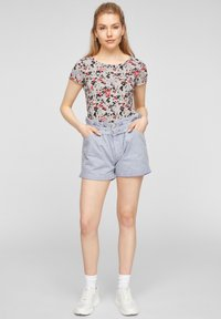 QS by s.Oliver - BLUMENMUSTER - Print T-shirt - apricot aop - 1