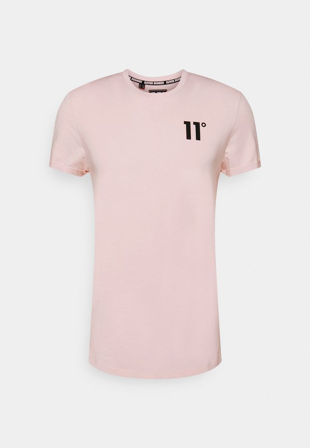 MUSCLE FIT - T-shirt con stampa - peach blush