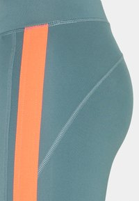 ONLY Play - ONPSULA TRAINING - Leggings - goblin blue/fiery coral - 6