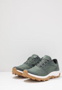 Salomon - OUTBOUND GTX - Hiking shoes - urban chic/white - 2