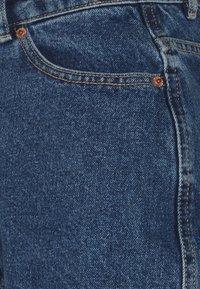 ONLY Tall - ONLBAY LIFE MOM - Shorts di jeans - medium blue denim - 2