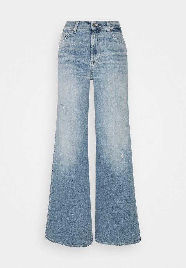LOTTA LUXE VINTAGE SKYWALK - Flared Jeans - light blue