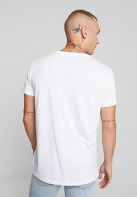 American Eagle - AUGUST VALUE - Print T-shirt - white - 2