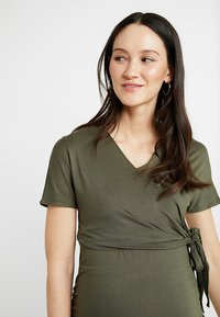 Dorothy Perkins Maternity - SHORT SLEEVE BALET WRAP - Camiseta estampada - khaki - 3