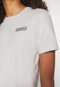 Wood Wood - ARIA - Basic T-shirt - dusty white - 5