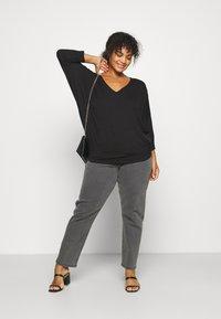 Anna Field Curvy - Long sleeved top - black - 1