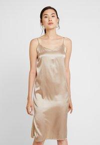 Levete Room - DAKOTA - Denní šaty - sand - 0