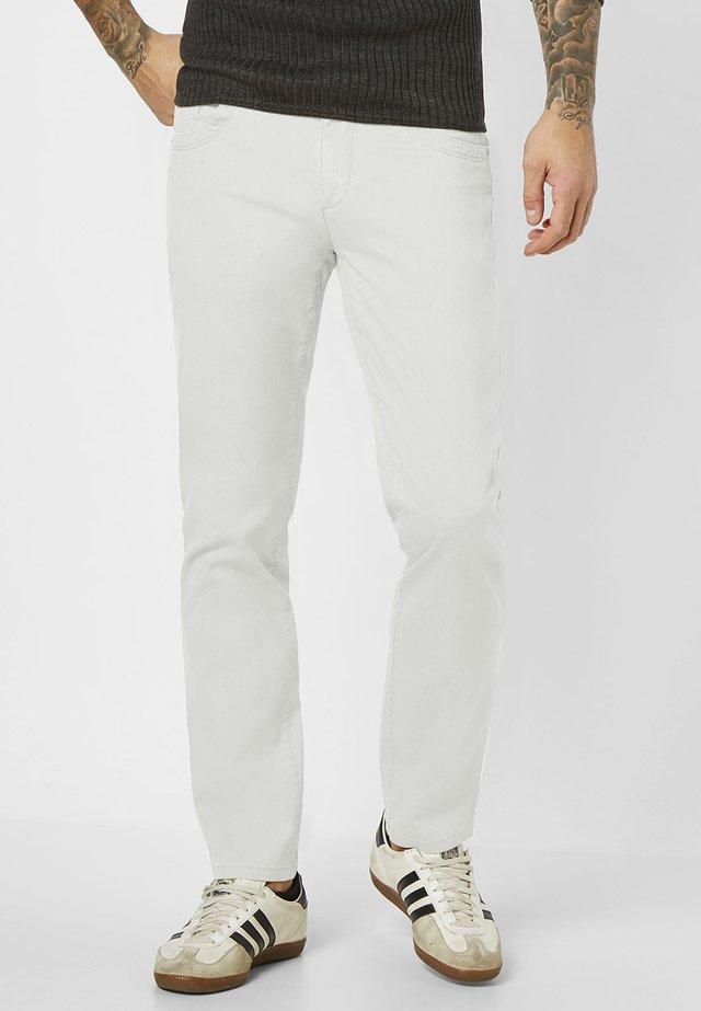 MILTON - Straight leg jeans - white
