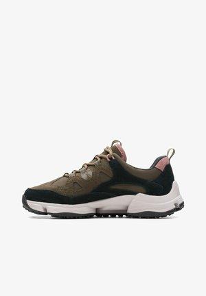 TRI PATH SPRT GTX - Sneakers laag - dark olive combi