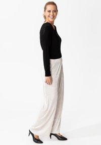 Indiska - MILLIE - Spodnie materiałowe - silver - 3