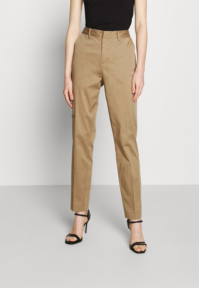 BELL' SLIM FIT IN MERCERIZED QUALITY - Pantalones chinos - sand
