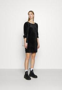 Monki - WILMA DRESS - Pouzdrové šaty - solid black - 1