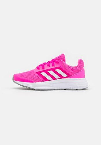 GALAXY 5 - Nøytrale løpesko - screaming pink/footwear white/grey