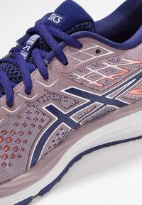 ASICS - GEL-CUMULUS  - Neutral running shoes - violet blush/dive blue - 5