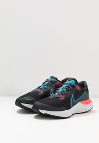 Nike Performance - RENEW RUN  - Obuwie do biegania treningowe - black/light lime/smoke grey/light smoke grey/laser crimson - 3
