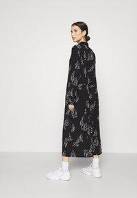 Monki - ADA DRESS - Skjortekjole - black - 2