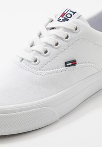 Tommy Jeans - CLASSIC  - Baskets basses - white - 2