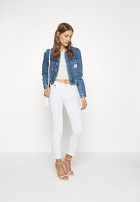 Calvin Klein - MID RISE SLIM ANKLE - Slim fit jeans - white - 1
